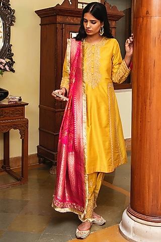Haldi Yellow Embroidered Kurta Set by Heena Kochhar