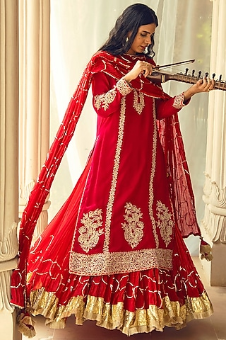 Red Embroidered Crushed Skirt Set by Heena Kochhar