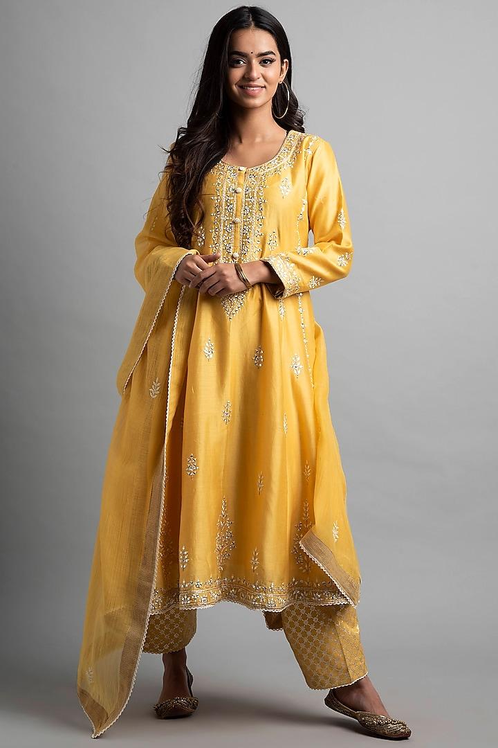 Soft Yellow Aari Embroidered Kalidar Kurta Set by Heena Kochhar