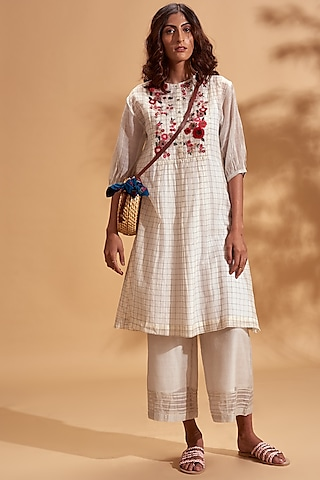 Off White Floral Embroidered Kurta Set by Half Full Curve