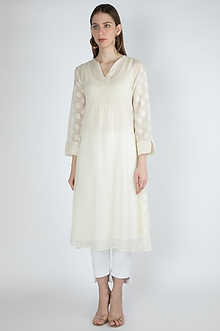 Off White Embroidered Kurta With Slip by Irabira Urban