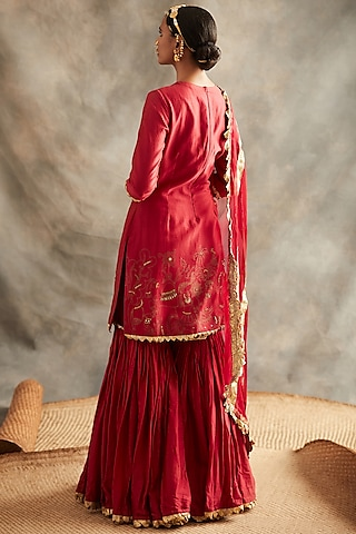 Red Embroidered Kurta Set by ITRH