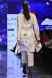 White Printed Jacket With Pants by Jajaabor