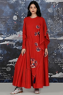 Red Embroidered Cape Kurta With Pants by Jajaabor