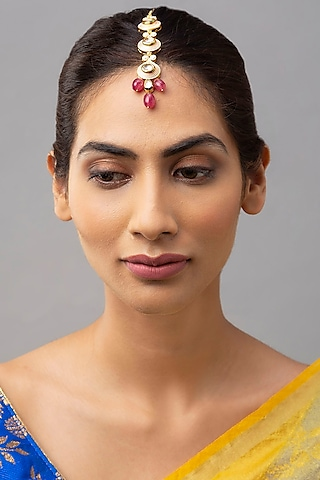 Gold Finish Maang Tikka With Red Onyx Drops by Joules By Radhika