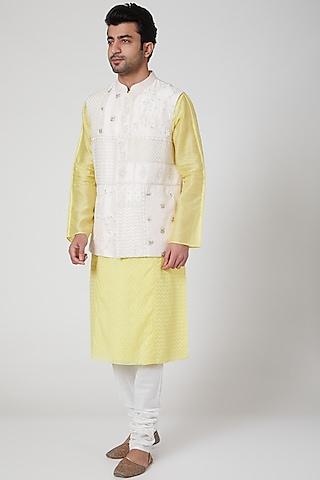 Off White Embroidered Bundi Jacket by Jenjum Gadi