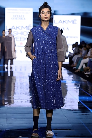 Blue Painted Kurta With Printed Dress by Jayati Goenka