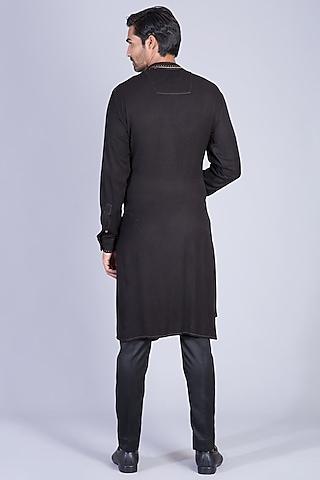 Black Kurta Set With Zip Detailing by Sarab Khanijou