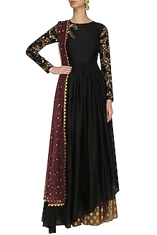 Black Floral Embroidered Asymmetric Kurta and Skirt Set by Joy Mitra