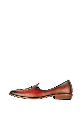 Bordo Embroidered & Painted Patina Juttis by Kavith