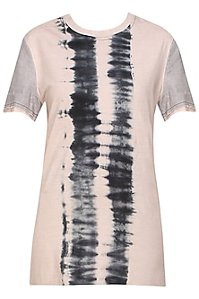 Blush and grey tye and dye jersey T-shirt by Kapda By Urvashi Kaur