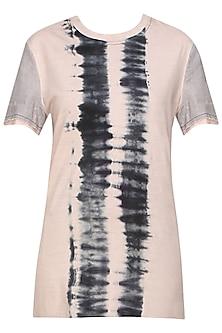 Blush and grey tye and dye jersey T-shirt by Kapda By Urvashi Kaur