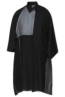 Black and grey oversized shirt by Kapda By Urvashi Kaur