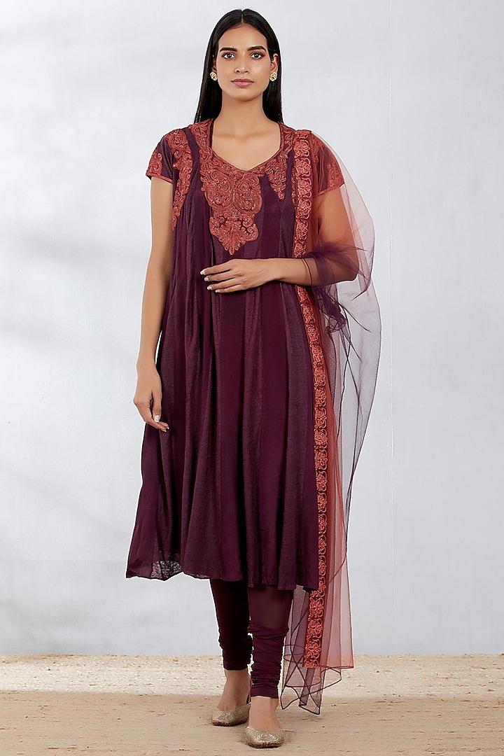 Purple Dori Embroidered Paneled Kurta Set by Kavita Bhartia