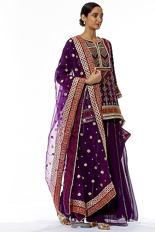 Purple Embroidered Kurta Set by Kavita Bhartia
