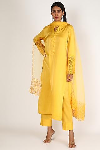 Yellow Embroidered Kurta Set by Kehiaa By Kashmiraa