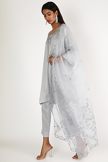 Grey Embroidered Kurta Set by Kehiaa By Kashmiraa
