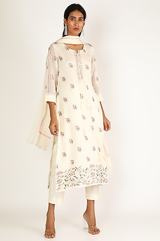 White Embroidered Kurta Set by Kehiaa By Kashmiraa