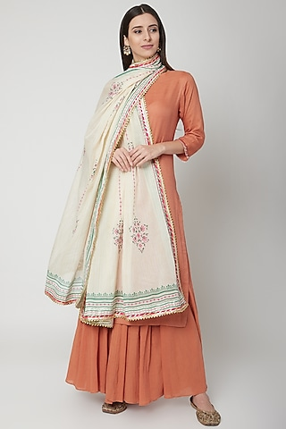 Off White Dupatta With Gota Detailing by KAIA