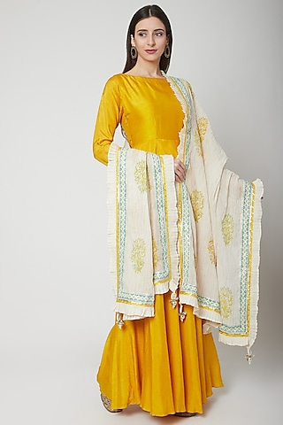 Off White Dupatta With Floral Print by KAIA