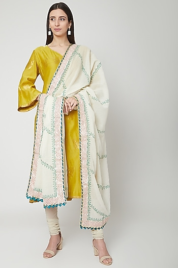 Off White Dupatta With Diagonal Stripes by KAIA