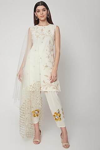 Off White Embroidered Kurta Set by KAIA