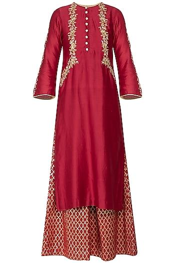 Red embroidered banarasi kurta set by KAIA
