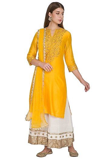 Yellow Embroidered Kurta Set by Khushbu Rathod