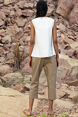 Khaki Green Cropped Pants With Side Pocket by Khara Kapas