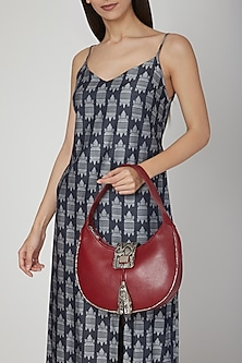 Red Shoulder Handbag With One Main Zip by KNGN