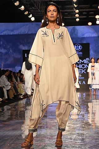 Ivory Applique Embroidered Kurta With Pants by House of Kotwara