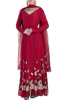 Red embroidered kurta set by Kotwara by Meera and Muzaffar Ali