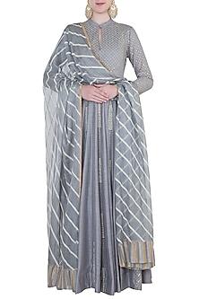 Grey embroidered peshwa kurta set by Kotwara by Meera and Muzaffar Ali