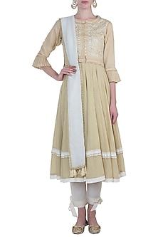 Beige embroidered kurta set with waistcoat by Kotwara by Meera and Muzaffar Ali