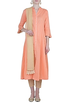 Peach embroidered kurta set by Kotwara by Meera and Muzaffar Ali