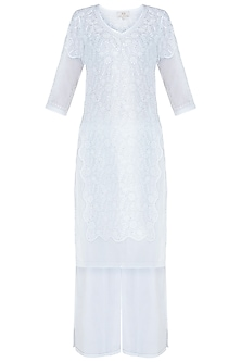 White chikankari kamdani kurta set by Kotwara by Meera and Muzaffar Ali