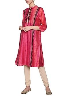 Fuschia embroidered textured tunic by KRISHNA MEHTA