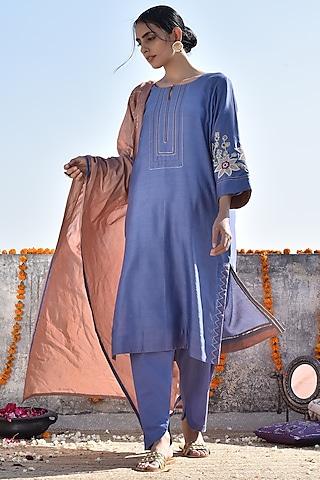Blue Embroidered Kurta Set by Kanika sharma
