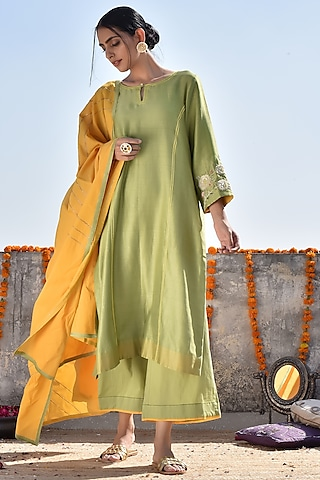 Green Embroidered Kurta Set by Kanika sharma