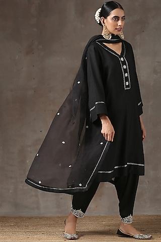 Black Hand Embroidered Kurta Set by Kanika sharma