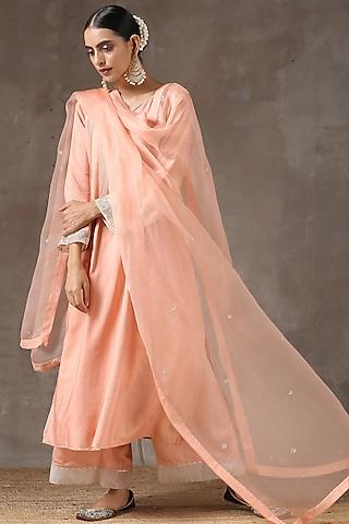 Peach Hand Embroidered Kurta Set by Kanika sharma