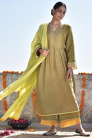Mehendi Green & Lime Embroidered Kurta Set by Kanika sharma