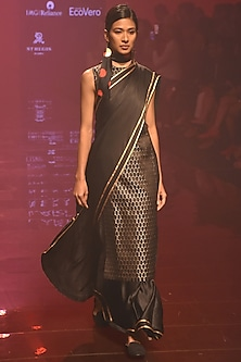 Black Sleeveless Kurta Set by Kshitij Jalori