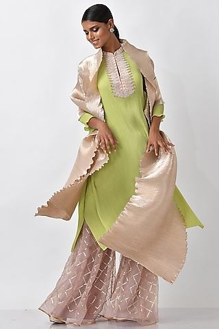 Cream Pleated Polyester Dupatta by Kiran Uttam Ghosh