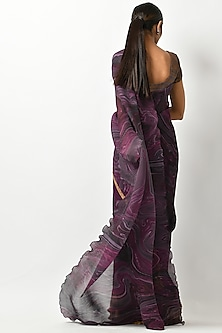 Blackberry Printed & Pleated Saree Set by Kiran Uttam Ghosh