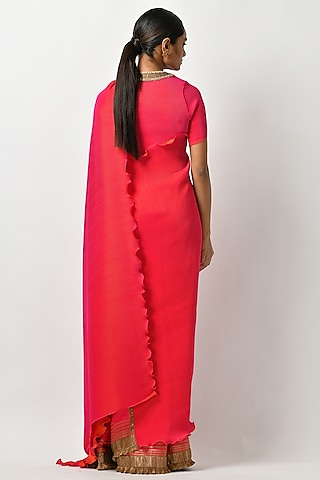Fuchsia Embroidered Saree Set by Kiran Uttam Ghosh