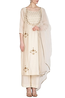 Ivory Hand Embroidered Kurta Set by Kudi Pataka Designs