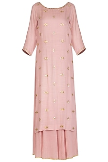 Soft Pink Hand Embroidered Kurta Set by Kudi Pataka Designs