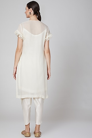 White Embroidered Kurta Set by Kudi Pataka Designs