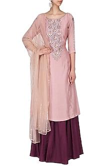 Dusty pink kurta with wine skirt set by Kudi Pataka Designs